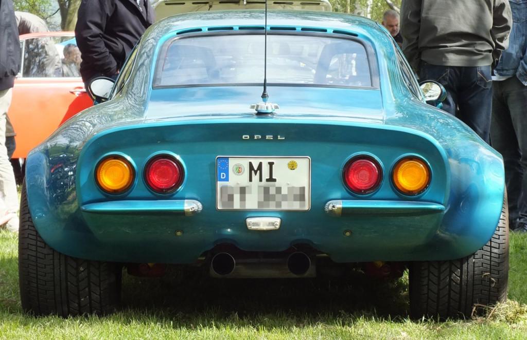 Lampe rauf, Lampe runter. Von hinten steht zumindest dieser GT seinem Vorbild Corvette in nichts nach.