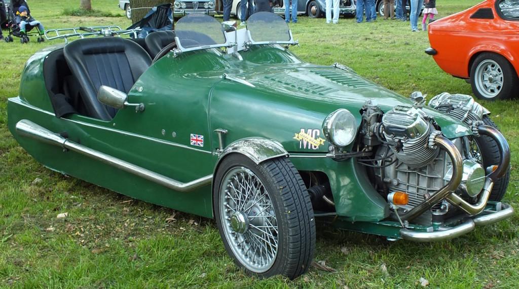 Die spinnen, die Briten. Autos mit drei Rädern :-)