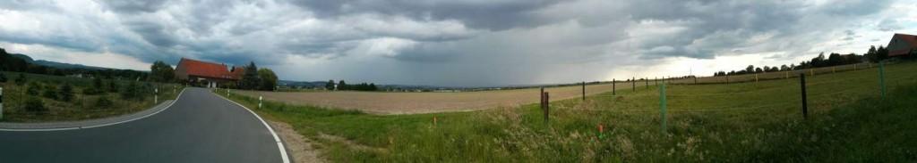Am 24.05.2014 von Dehme aus über Bad Oeynhausen und Löhne schauend. Über Löhne haben sich die dicken Wolken bereits geöffnet.