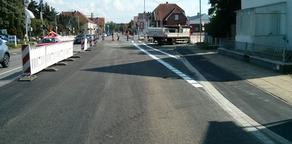 Kreuzung Eidinghausener Straße - Werster Straße Führung des Radverkehrs auf der Fahrbahn etwas mehr von der Mitte aus gesehen