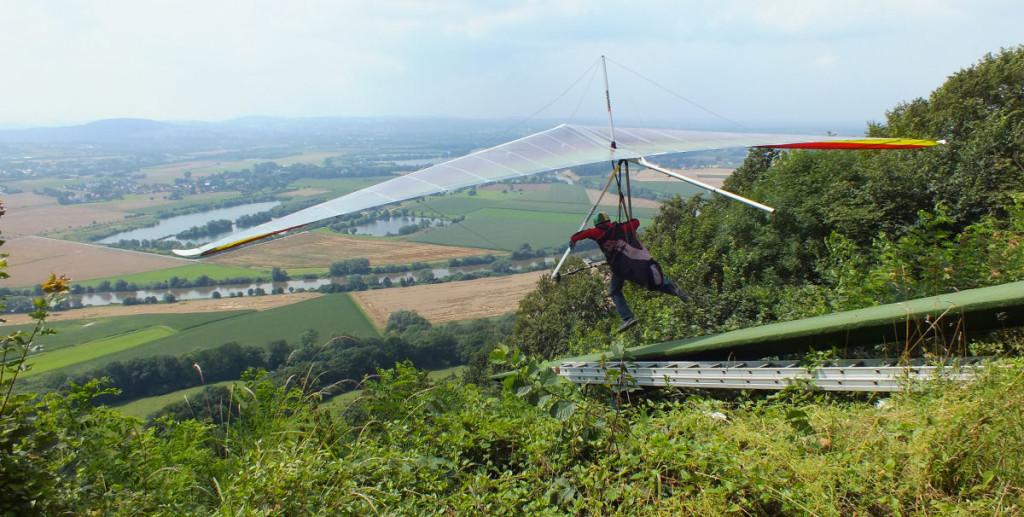 Abflug eines Drachenflieger an der Wittekindsburg
