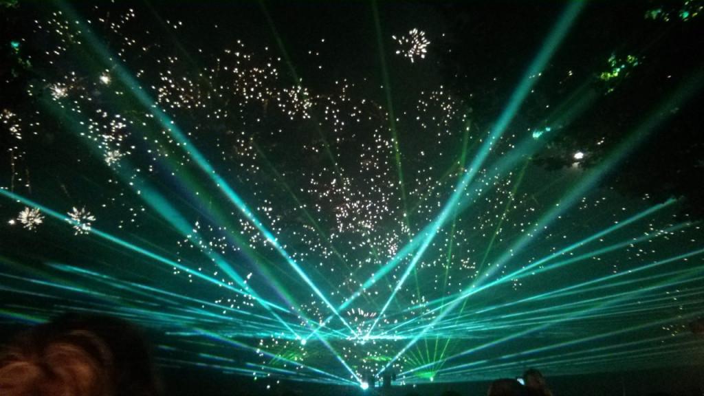 Lasershow mit Feuerwerk
