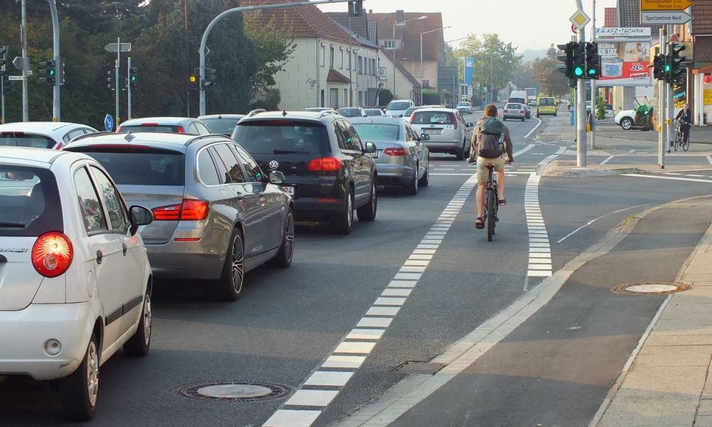 Radfahrer auf der neuen Fahrspur