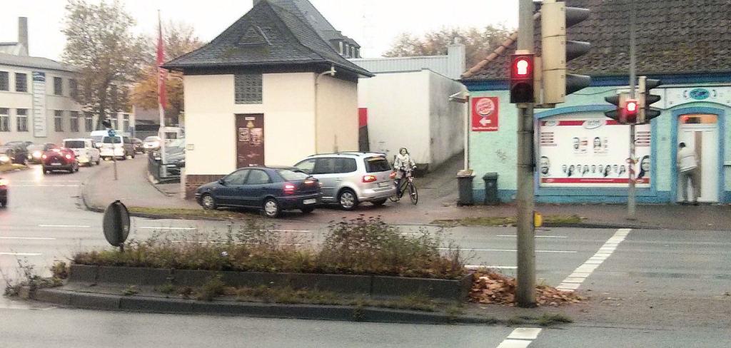 Wo parken, wenn ich zu bequem bin und mich nicht um die anderen Verkehrsteilnehmer schere?