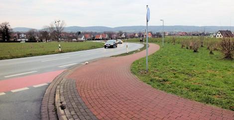Alter Postweg - Einmündung Hahnenkampstraße - verstecktes Schild
