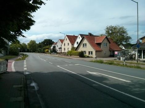 Werster Straße Richtung Westen, Einmündung der Ilse-Meitner-Straße