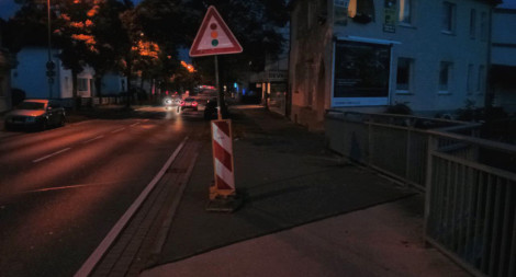 Hinweis auf die Baustellenampel auf dem Radweg der Eidinghausener Straße