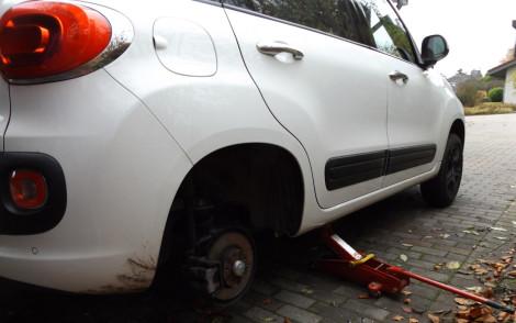 Reifenwechsel beim Fiat 500l