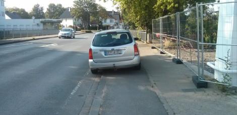 Völlig verständlich, wo soll der Fahrer auch sonst telefonieren? War mega-sauer, als ich ihn angesprochen habe.