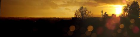 Sonnenuntergang von unserem Balkon aus Richtung Westen blickend.