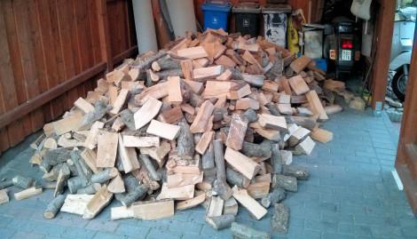 Holz im Carport