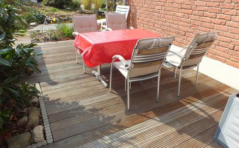 Der Tisch kann gedeckt werden.