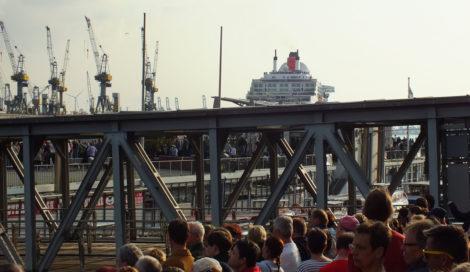 Das Schiff kommt langsam näher ...