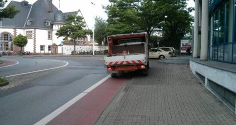 Ach, das ist gar kein Weg für Fahrräder, das ist ein Parkplatz.