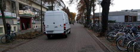 Lieferwagen in Fußgängerzone