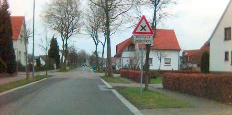 Vorfahrt geändert an der Hahnenkampstraße?