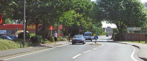 Werster Straße mit Querungshilfe