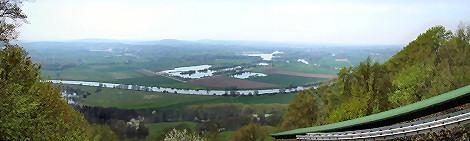 Blick von der Drachenfliegerrampe über Costedt - Klick für Panoramio-Ansicht