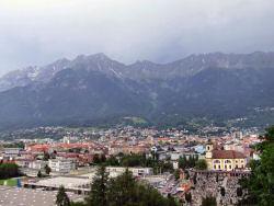 Blick über Innsbruck von der Skisprungschanze aus