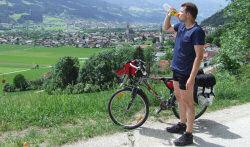 Blick vom Aufstieg nach Schloß Tratzberg über das Inntal