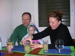 Michael mit Tim auf dem Schoss und Tante Tina