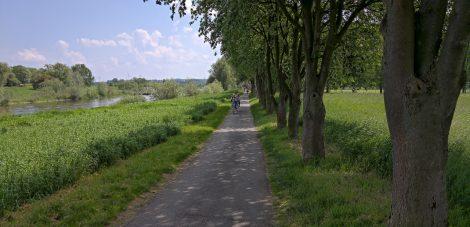 Weserradweg zwischen Kussbrücke und Parkplatz